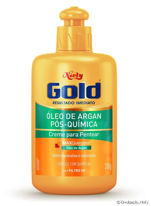 O Creme Para Pentear Niely Gold Óleo de Argan Pós-Química é para as cacheadas que têm cabelos coloridos