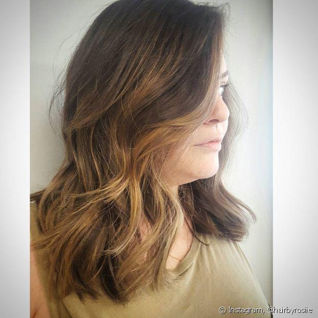 Para quem tem aquele volumão no cabelo, o corte com navalha pode ser uma ótima opção