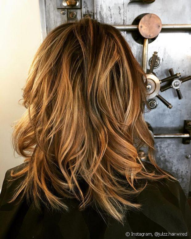 O corte com navalha é ótimo para deixar o cabelo assimétrico