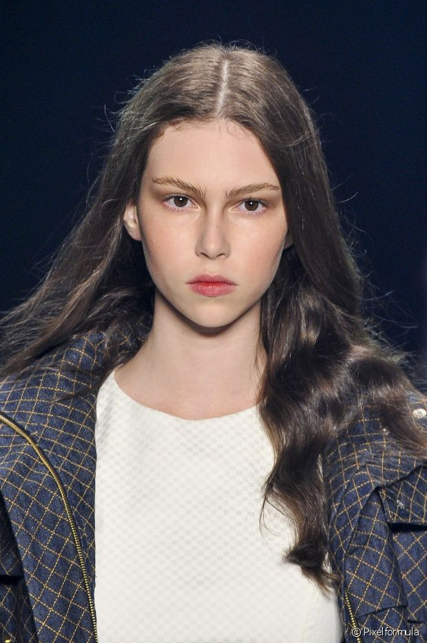O uso de produtos específicos para o cabelo castanho garantem que eles não fiquem frágeis ou quebradiços