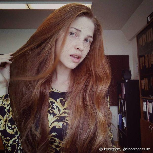 Se você tiver cabelos extremamente ressecados e quer pintá-los de ruivo, pode ser que eles fiquem manchados