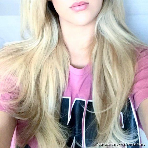 Os cabelos mais compridos tendem a ser mais ressecados, pois oleosidade natural produzida na raiz não chega até as pontas