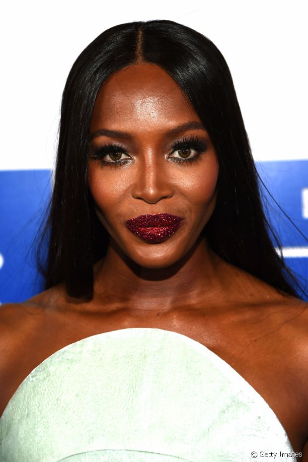 Os lábios purpurinados saíram direto dos desfiles internacionais para brilhar na boca das celebridades e das meninas mais descoladas das redes sociais