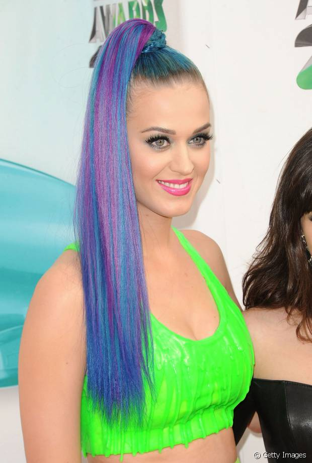 Katy Perry está sempre recorrendo aos alongamentos de cabelo para criar penteados diferentes