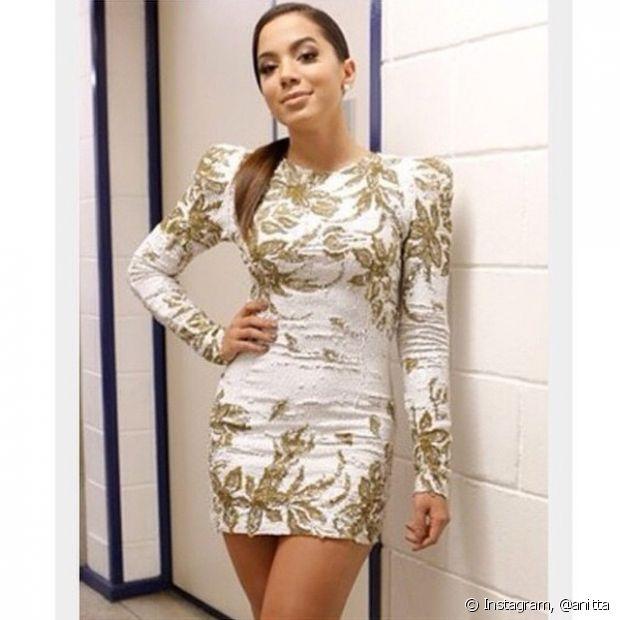Olha que lindo o vestido que Anitta usou para gravar o programa 'Caldeirão do Huck'