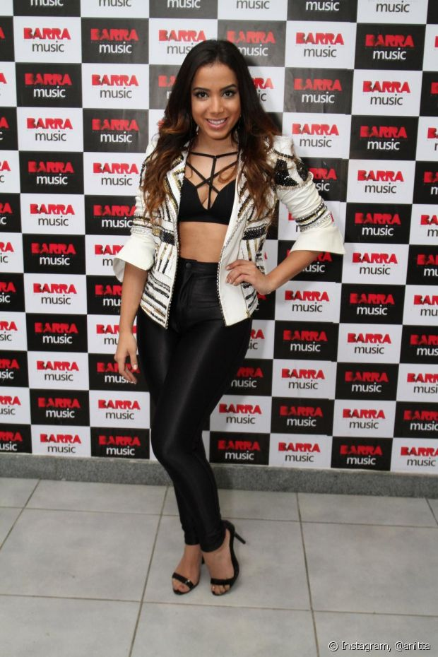 Anitta também usa disco pants