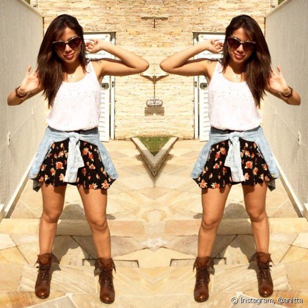 Anitta posa com um look casual
