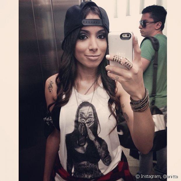 Anitta já vestiu uma t-shirt com sua foto