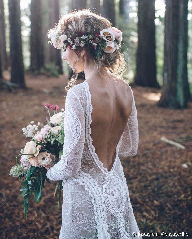 Usar coque no inverno deixa os detalhes do vestido de noiva à mostra