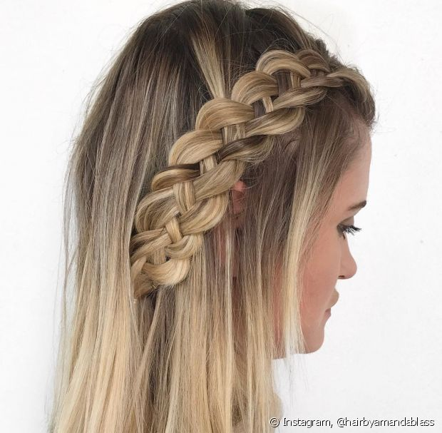 A trança de quatro mechas é um estilo diferente do penteado tradicional