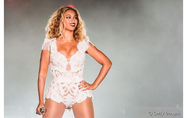 A diva Beyoncé ama desfilar com visuais diferentes do tempo todo. E, claro que ela já se rendeu ao long bob