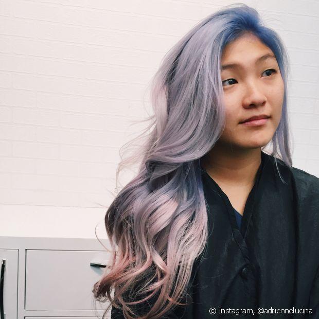 O lilás quase cinza também é uma variação muito bacana do cabelo roxo