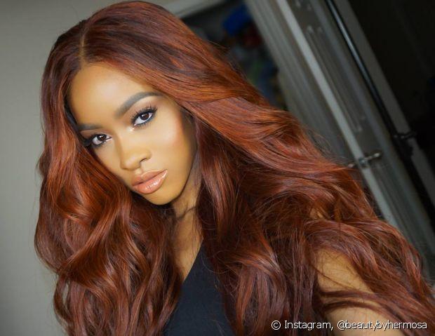 A lace wig é uma peruca com acabamento natural no couro cabeludo