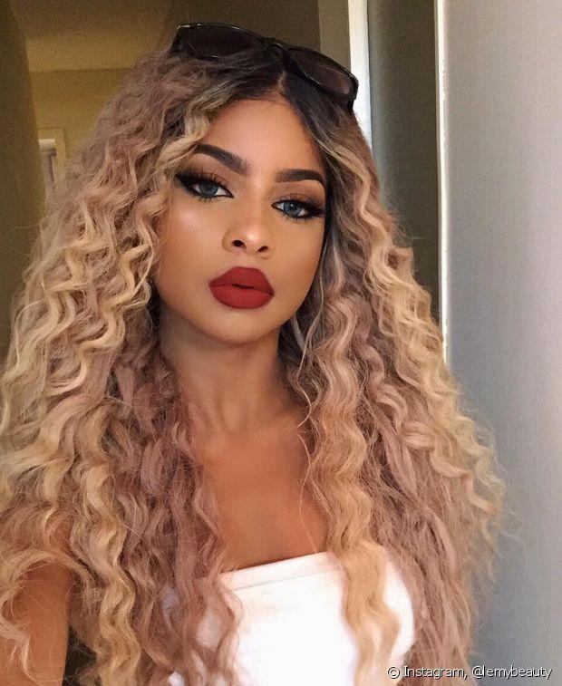 A lace wig com cabelo natural te possibilita fazer várias finalizações nos fios