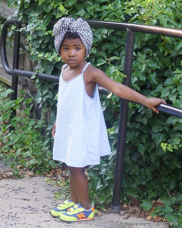 O turbante, símbolo da cultura africana, já conquistou as mães cacheadas e agora está na cabeça das filhas