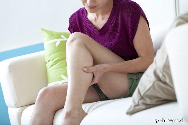 Não se esqueça de hidratar e esfoliar a área alguns dias antes da depilação. Com o tratamento, a dor é menor e não corre o risco de ficar com pelos encravados