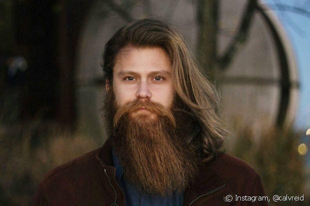 Para acabar com as pontas duplas, os homens podem cortar os cabelos, mas essa não é a única solução
