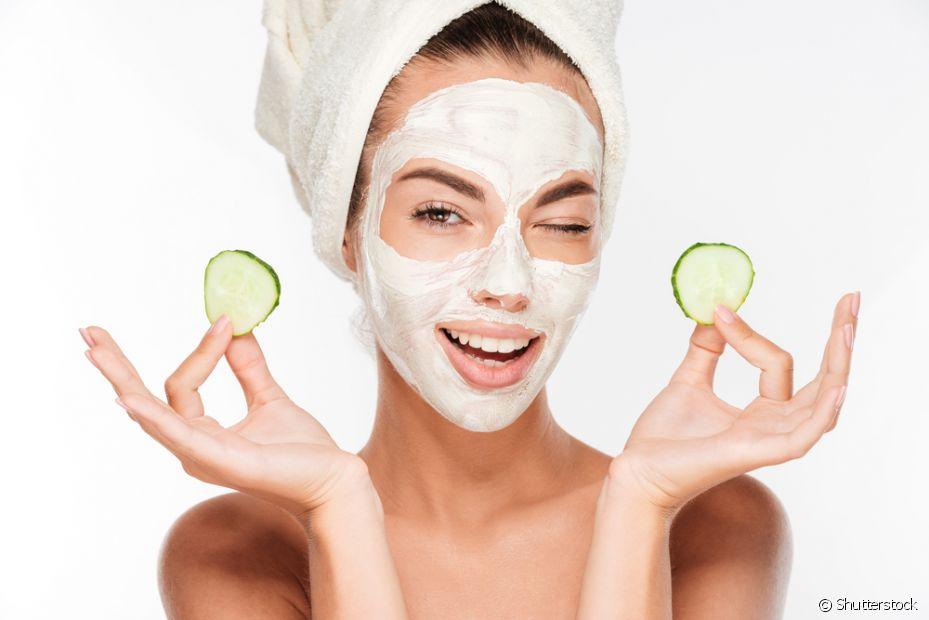 Faça as hidratações com máscaras faciais, pelo menos, duas vezes na semana