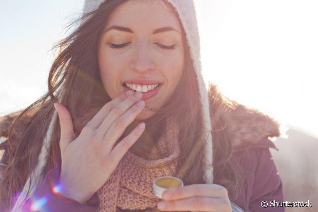 Manter os lábios hidratados durante o frio é muito importante