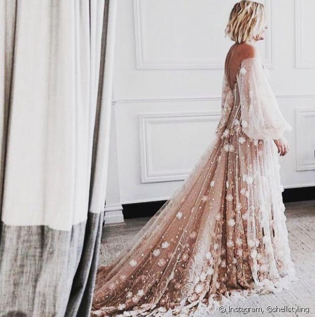 Já pensou em fugir do tradicional e escolher um vestido de noiva rosa millenial?