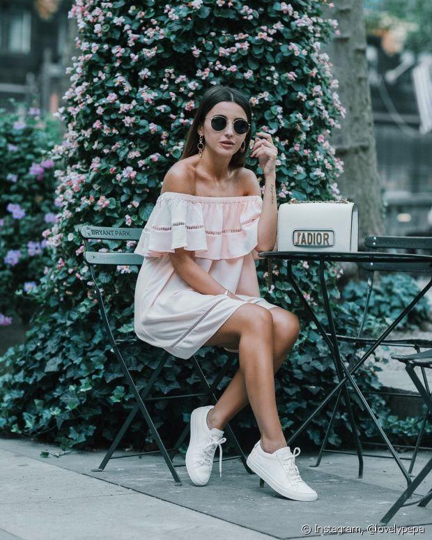 O tênis combina até mesmo com um vestido mais soltinho
