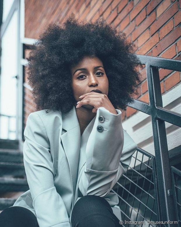 Um cabelo crespo bem tratado chama muita atenção por onde passa