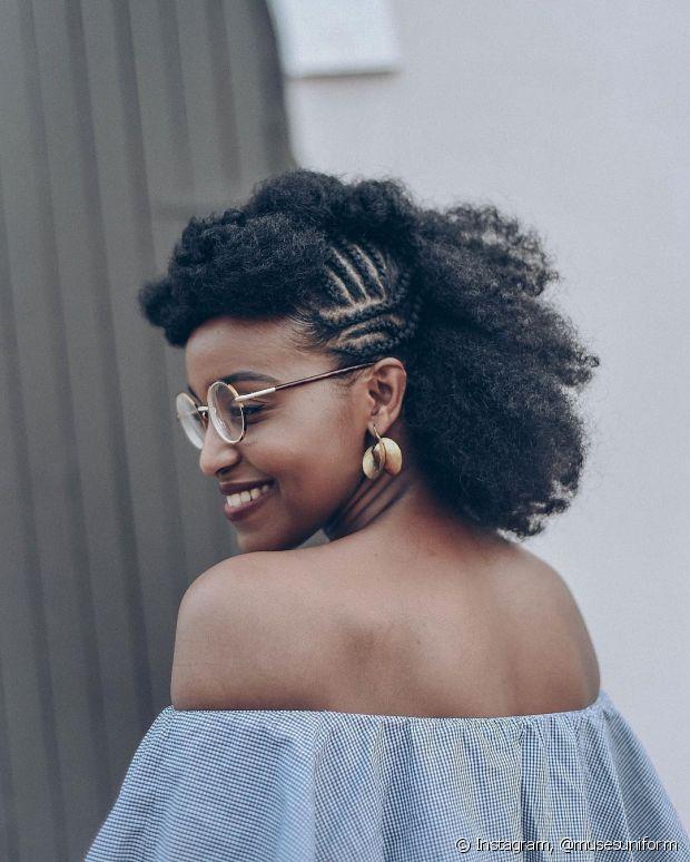 Use finalizadores para diminuir o frizz do seu cabelo, se preferir