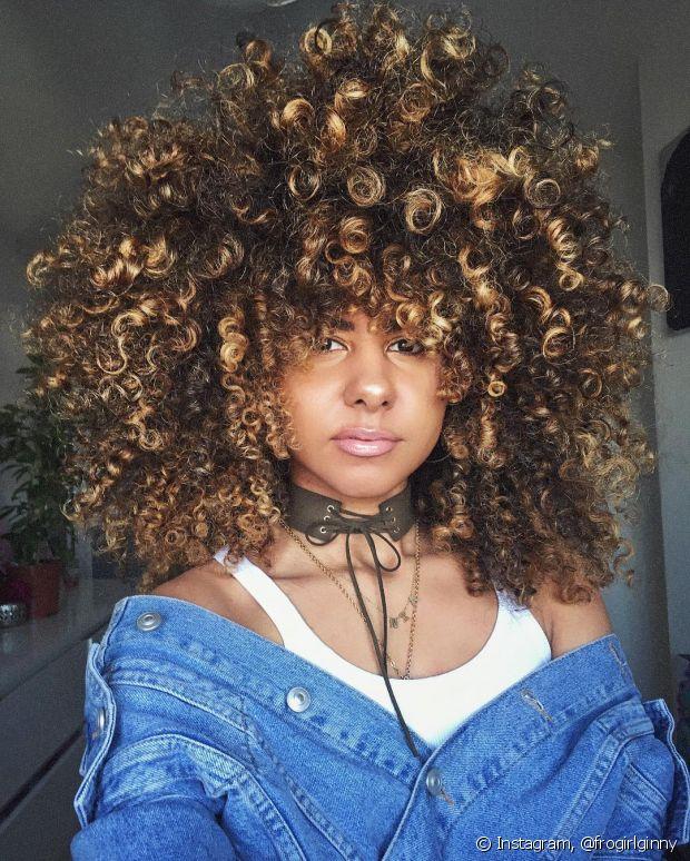 Se você coloriu as madeixas, cuide do cabelo para evitar o ressecamento excessivo