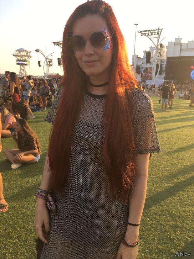 Larissa contou ao Fique Diva que mantém o cabelão ruivo com muita hidratação