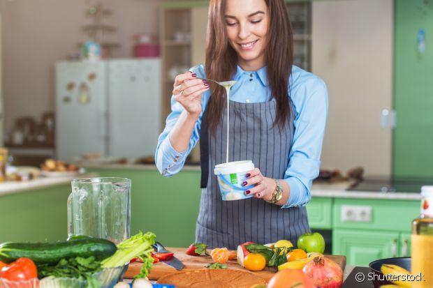 O iogurte grego hidrata os fios e ainda ajuda a reposição de proteinas