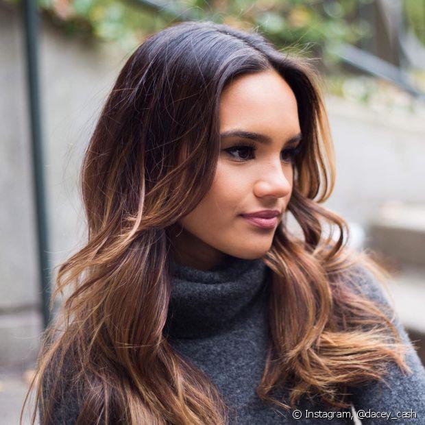 As camadas ajudam a dar mais dimensão para os cabelos com luzes