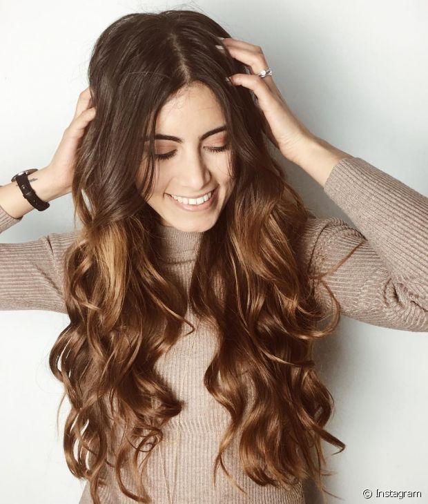 Você também pode usar a gelatina no cabelo ondulado
