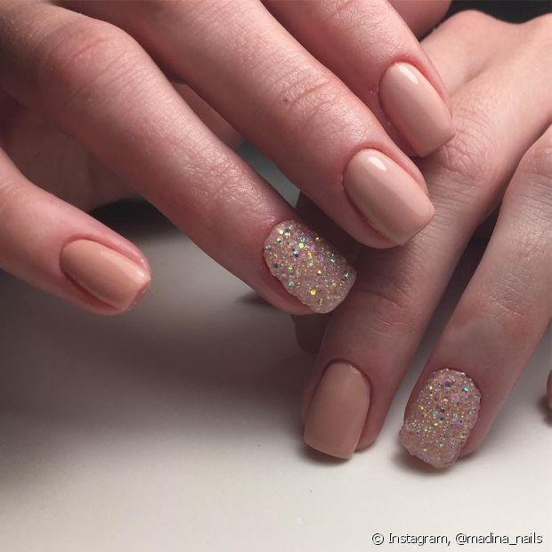 As unhas postiças também abrem os poros das unhas e deixam o pigmento entrar