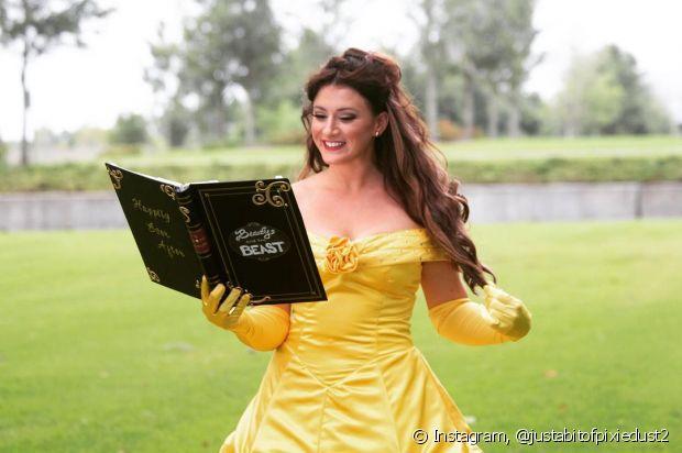 O penteado semipreso compõe o visual da princesa Bela, do filme 'A Bela e a Fera'