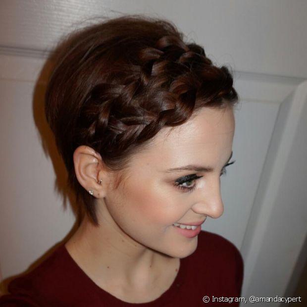 As tranças podem, sim, ser usadas pelas convidadas de cabelo curto