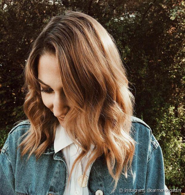 O corte long bob em cabelos ondulados é garantia para fios estilosos