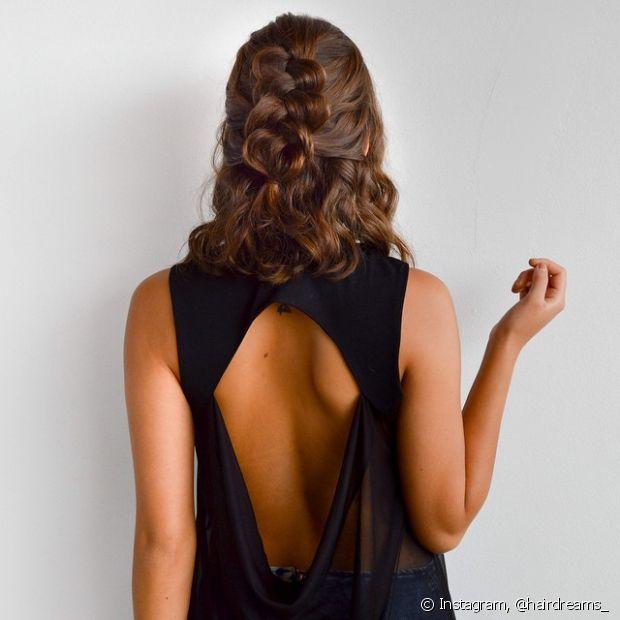Os penteados semipresos podem ser feitos de diversas maneiras