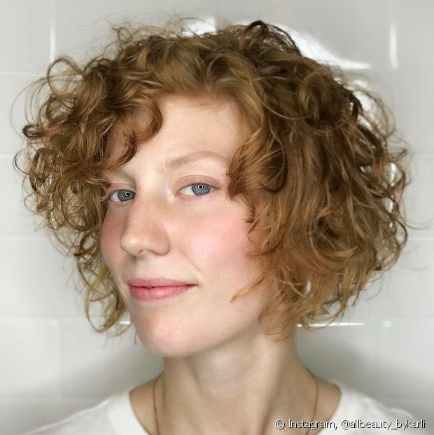 O chanel de bico preserva a parte da frente, deixando-a mais comprida e dando a impressão de que o cabelo é maior