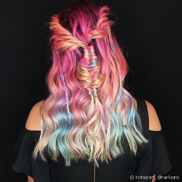 Investir nas tranças é certeiro para valorizar cabelos multi coloridos ou com mechas