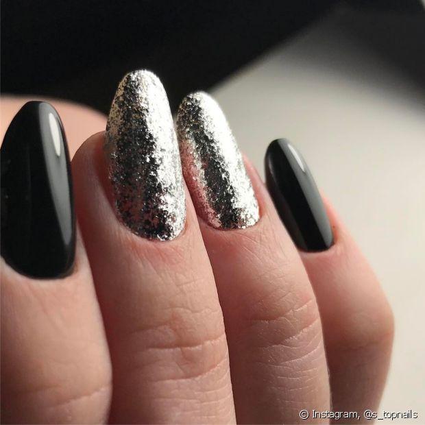 A cor prata fica perfeita na hora de combinar com o preto