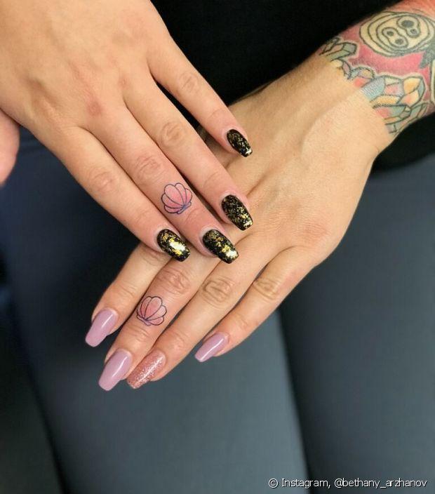 As tatuagens podem marcar momentos e eternizar pessoas especiais quando feitas em conjunto com sua melhor amiga