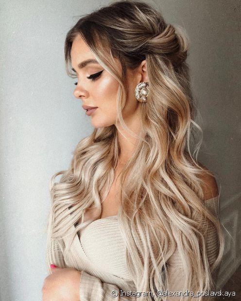 Penteados para madrinha: de cabelo solto ou preso, ele faz toda a diferença no look (Foto Instagram: @alexandra_poslavskaya)