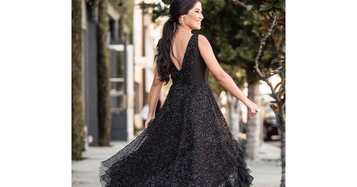 994104fa3 Unhas para formatura com o vestido preto: saiba qual cor escolher para a  festa