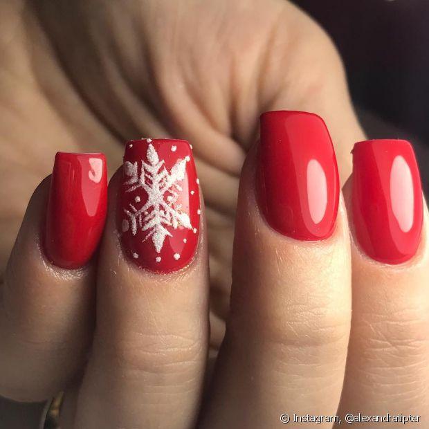 O vermelho é uma unanimidade no Natal, a cor é a melhor representante dessa festividade e vai ajudar quem está na dúvida do que fazer nas unhas para o feriado