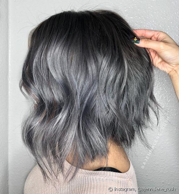 A carência de vitamina B-12 influencia diretamente na pigmentação das madeixas, porque é uma das responsáveis por manter a cor natural do cabelo