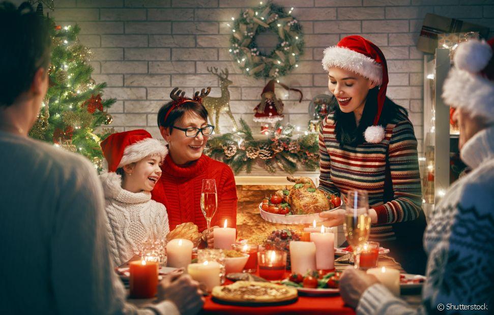 A decoração da mesa de Natal pode ser simples e bem bonita