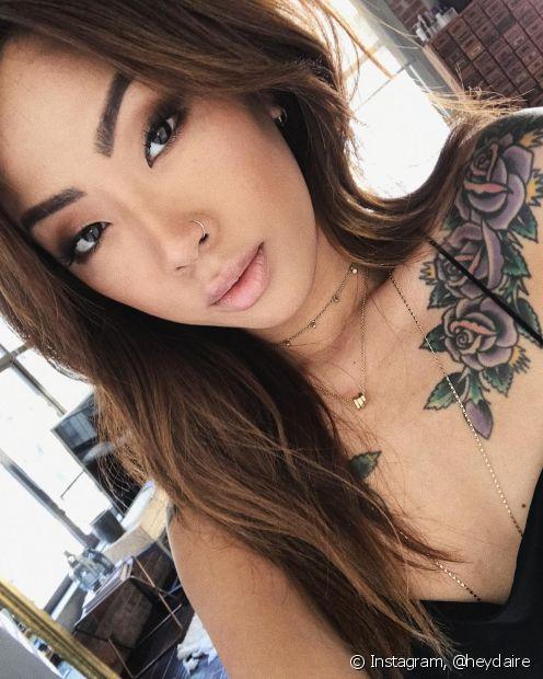 Muita gente tem vontade de tatuar flores em alguma parte do corpo