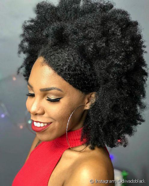 Os cabelos do tipo 4C quase não têm definição natural, mas isso não quer dizer que você não pode definir o seu crespo