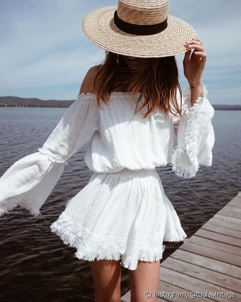 Se você vai pra festa na praia cedo, aposte no chapéu para complementar seu look