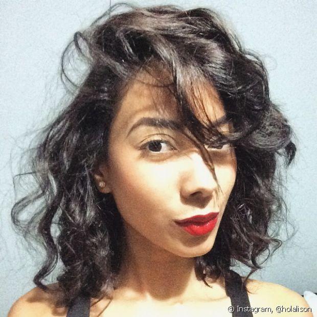 Recorra aos penteados quando não tiver jeito de domar sua franja